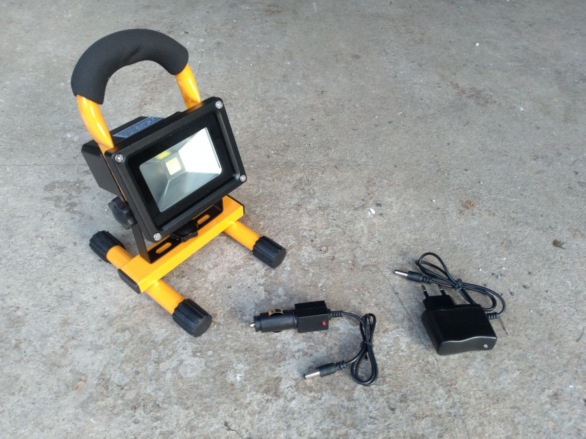 AKU LED reflektor 10W, přenosný, nabíjecí, 700lm
